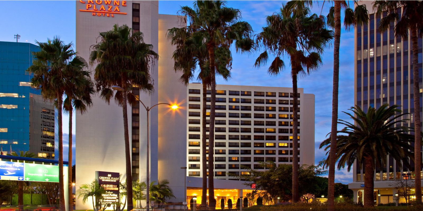 crowne-plaza-los-angeles-2531924221-2x1